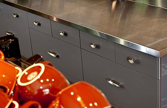 Du Veere hardware on modern kitchen cabinets