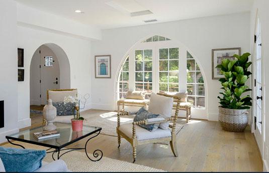 livingroom with big window